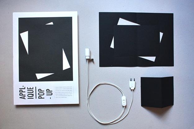 Une applique murale dans une enveloppe pop up étapes