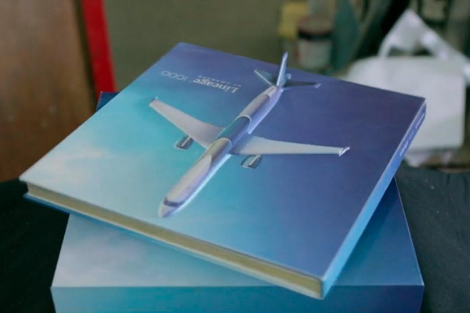 Le Premier Livre Qui Vole Comme Un Avion Etapes